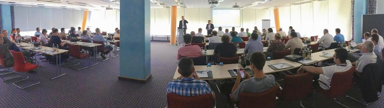 Viele Menschen in einem Vortragsraum, Bild der letzten Data Center- und Cloud-Roadshow 2017 von Controlware.